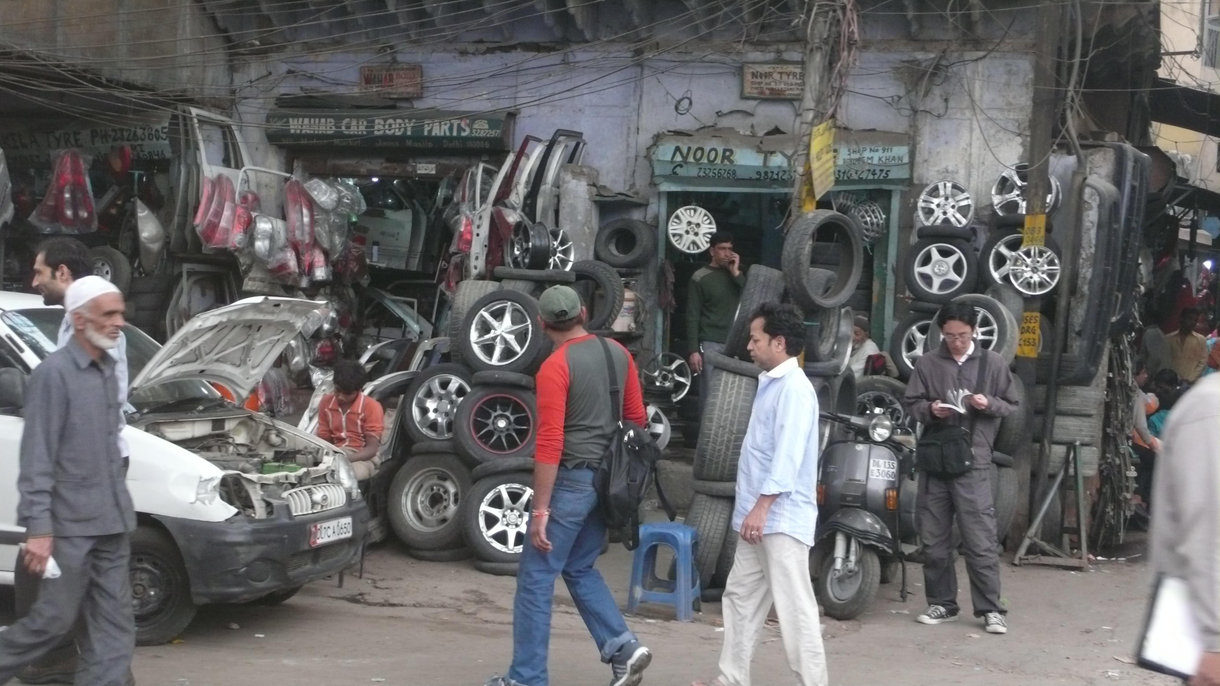 L Chor Bazaar Pictures