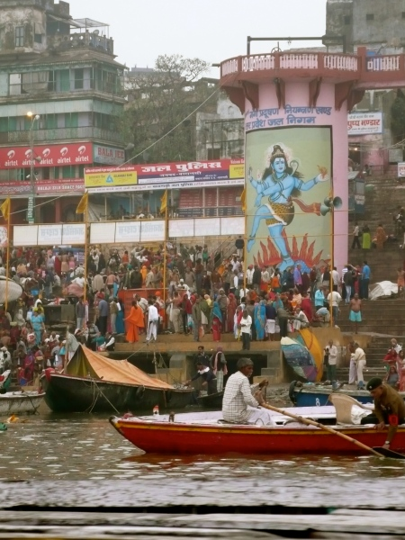 As the day begins, thousands of pilgrims take their holy dip in the waters of Ganga-ji