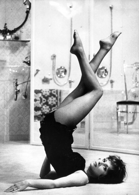 Gina Lollobrigida in a shoulderstand!